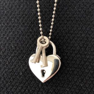 Jewelry - Lock and key silver heart pendant